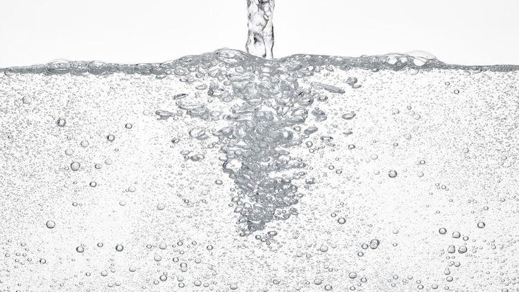 sciacqui con acqua ossigenata